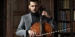 A szívdöglesztő csellista visszatér