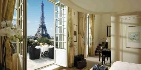 Kacsalábon forgó hotelek