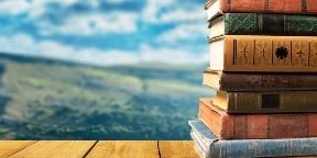 Könyvben utazik, kétezer kötettel