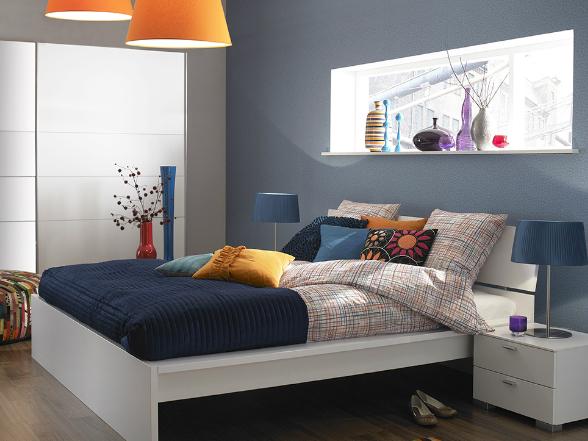 Akár üde, világos, vagy sötét tónusokat választunk hálószobánk hangulatának kialakításakor, törekedjünk arra, hogy nyugalmat és kényelmet sugározzon!