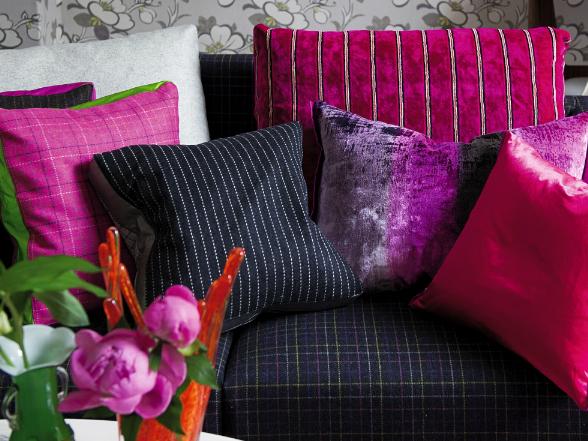 Szemet gyönyörködtetőek a selyemből és selyempamutból készített párnák, amelyek meghittséget varázsolnak otthonunkba.