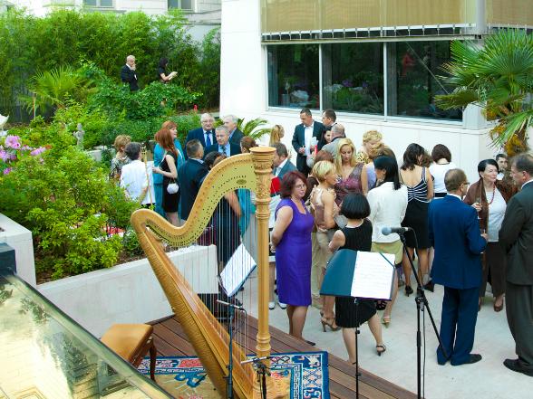 A La Femme magazin 2012. június 7-én ünnepelte születésnapját a Zelnik István Aranymúzeumban.