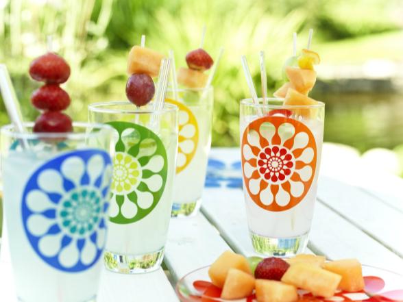 Étkezésünket bármikor felvidíthatjuk egy színes, különleges terítékkel, legyen az a reggeli, vagy egy hangulatos vacsora a kertben.
